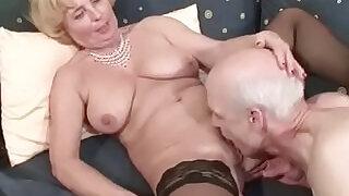 Oma und Opa ficken das erste mal im Porno fuer die Rente - 14:00