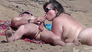 Blowjob on a nudist beach - 2:00