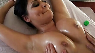 Erotic oily massage for nadia nash - 5:00