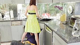 BBC craving housewife loves threeway - 7:00