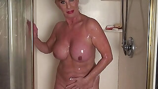 Mature woman in the shower - 10:00