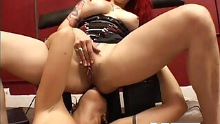Mistress And Her Slave Like Eating Pussy - 21:00