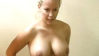 Kendra Wilkinson Kendra 2009 2011 - 1:32