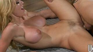 Big tit lingerie clad blonde Jessie Rogers makes a sex tape - 5:00